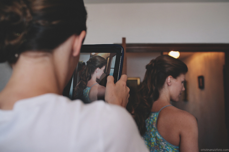 Boda americana en Almería; bridesmaid with ipad